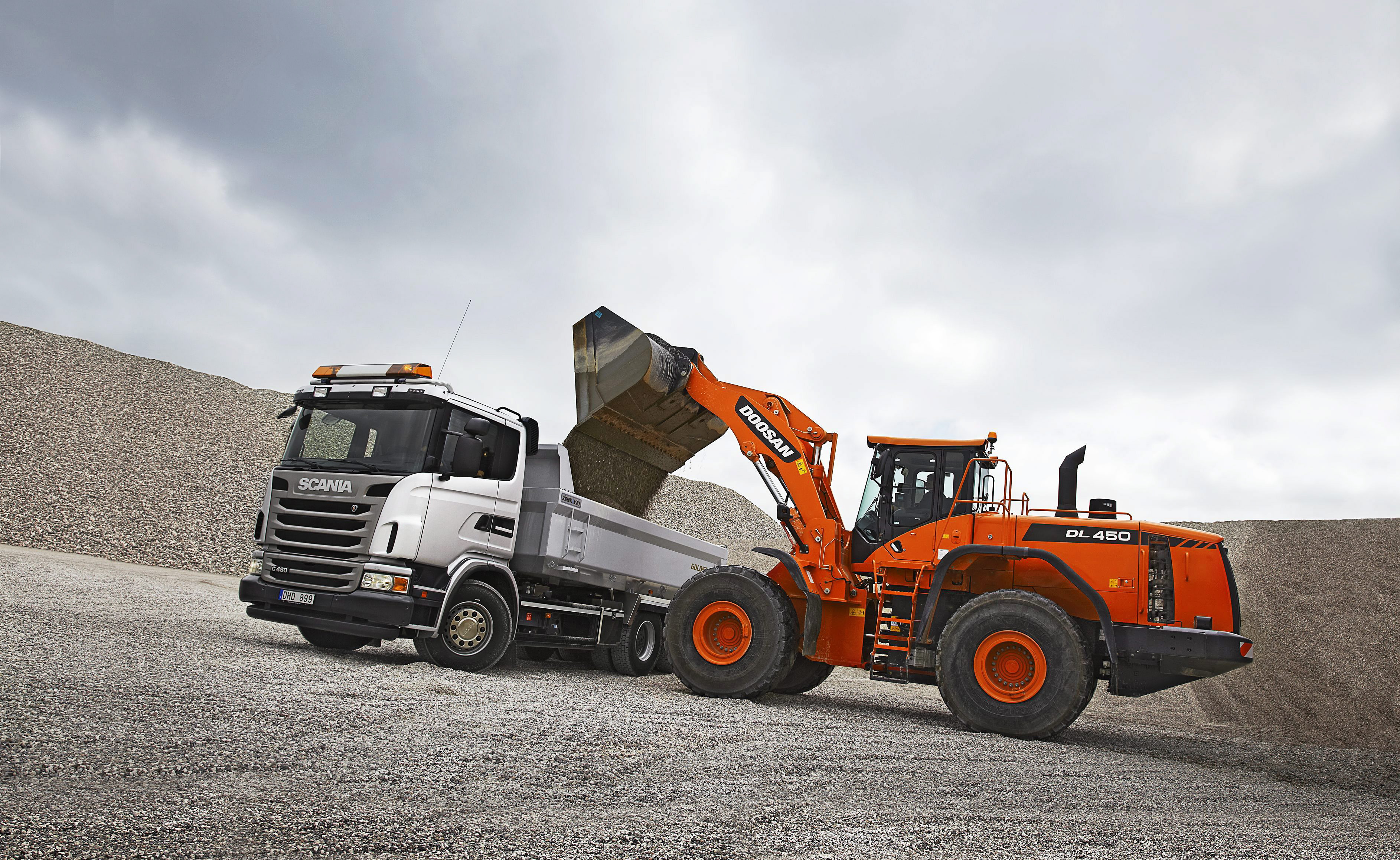 Scania G 480 6x4 tipper with trailer and Doosan DL450. Wheel loader powered by Scania 13-litre Stage 3b/Tier4i, industrial engine.  Skibby, Denmark Photo: Göran Wink 2012